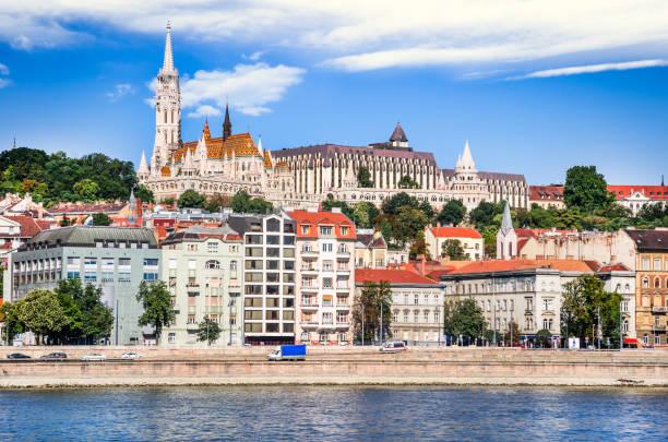 ブダペスト, ハンガリー - マーチャーシュ教会、漁夫の砦とブダの丘 - マーチャーシュ教会 ストックフォトと画像