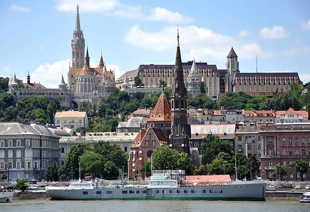 街並みのブダペスト,ハンガリー - マーチャーシュ教会 ストックフォトと画像