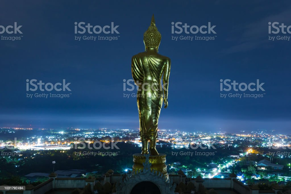 Buddha am oberen Rand der malerischen – Foto