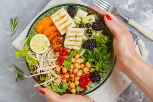 bol de légumes, pois chiches et tofu de Bouddha. - Photo