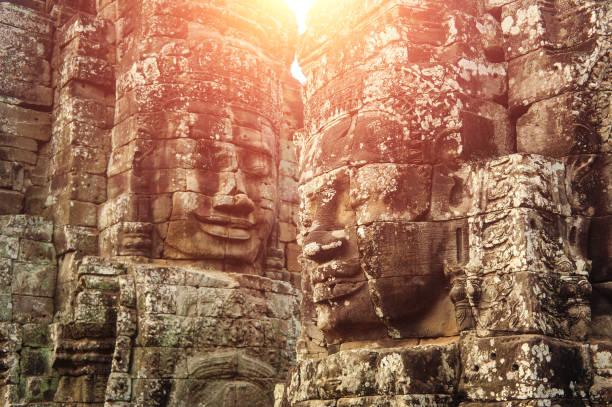 Buddha Gesicht geschnitzt auf Stein am Tempel Angkor Wat, Kambodscha – Foto