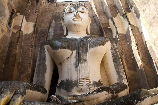 Buddha hand mit Blattgold in Sukhothai, Thailand – Foto