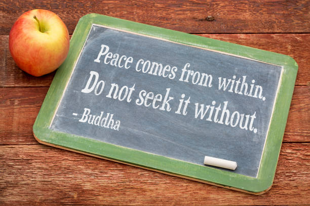 buddha quote on peace coming from within - buddha zitate stock-fotos und bilder