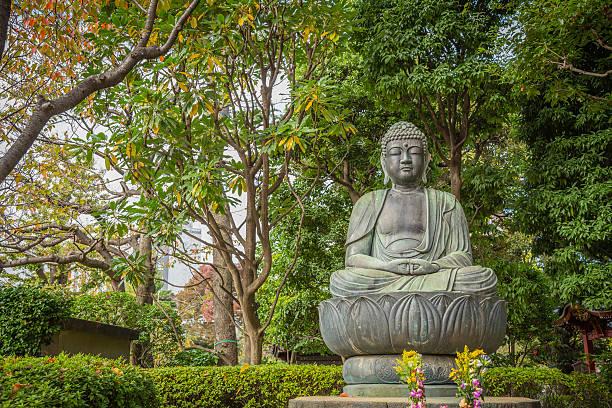 Buddha sitting on lotus flower in Sensoji temple , Tokyo – Foto