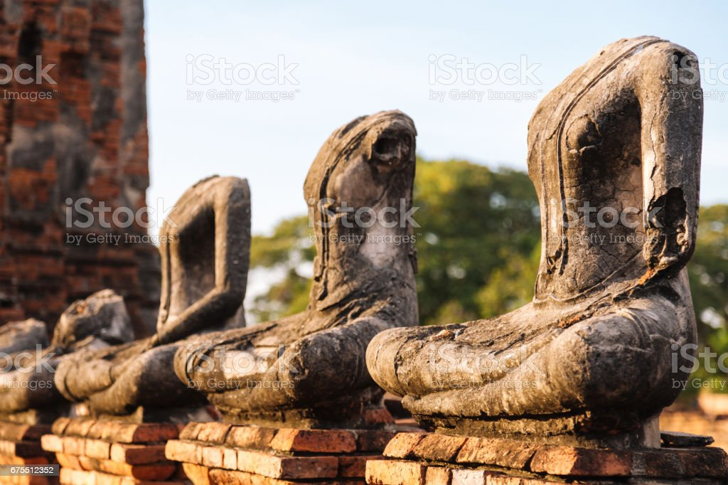 buddha statue at Wat Chaiwatthanaram in Ayutthaya Historical Park, Thailand. photo libre de droits