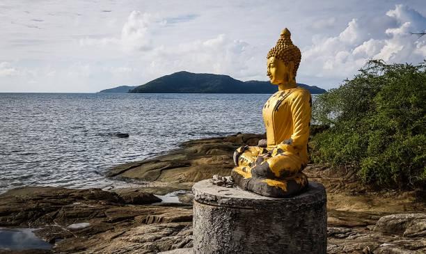 Buddha statue picture id1075772494?b=1&k=6&m=1075772494&s=612x612&w=0&h=uezas6j7lgkwm9rawlr9s8vhsvoyi2kfdkn0ed xfma=