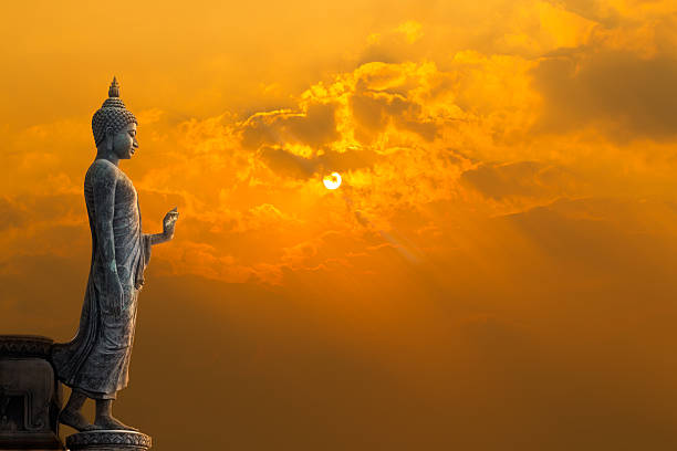 buddha statue with sun - buddha stockfoto's en -beelden