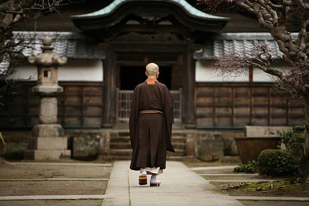 仏教僧の鎌倉、日本。 - 寺院 ストックフォトと画像