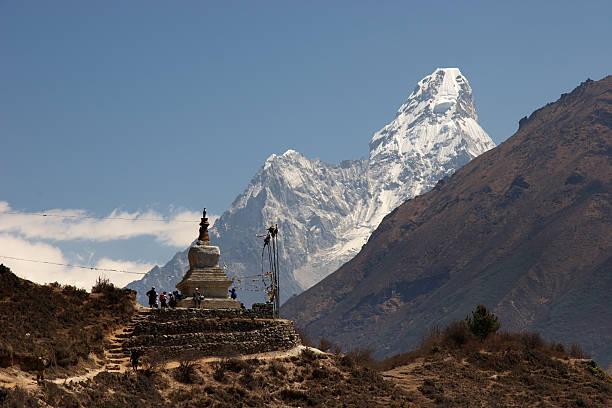 불교도 사리탑 및 아마다블람 산, 네팔 스톡 사진