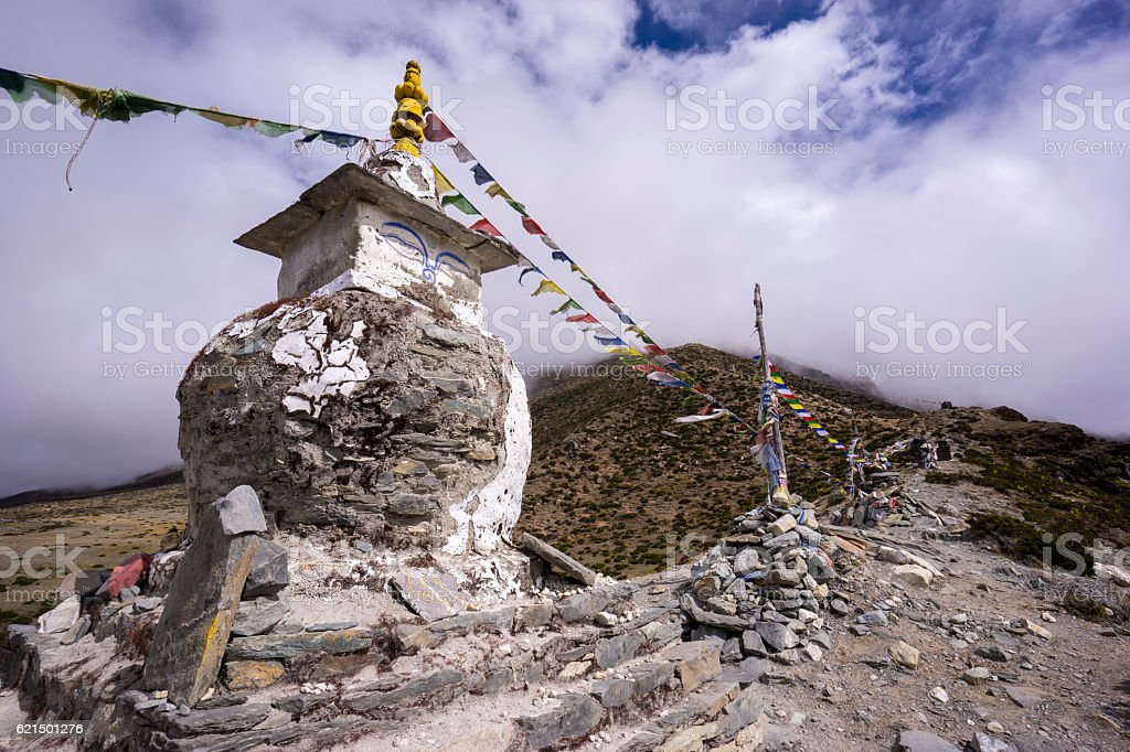 Buddhist stupa on the way to EBC, Nepal Lizenzfreies stock-foto