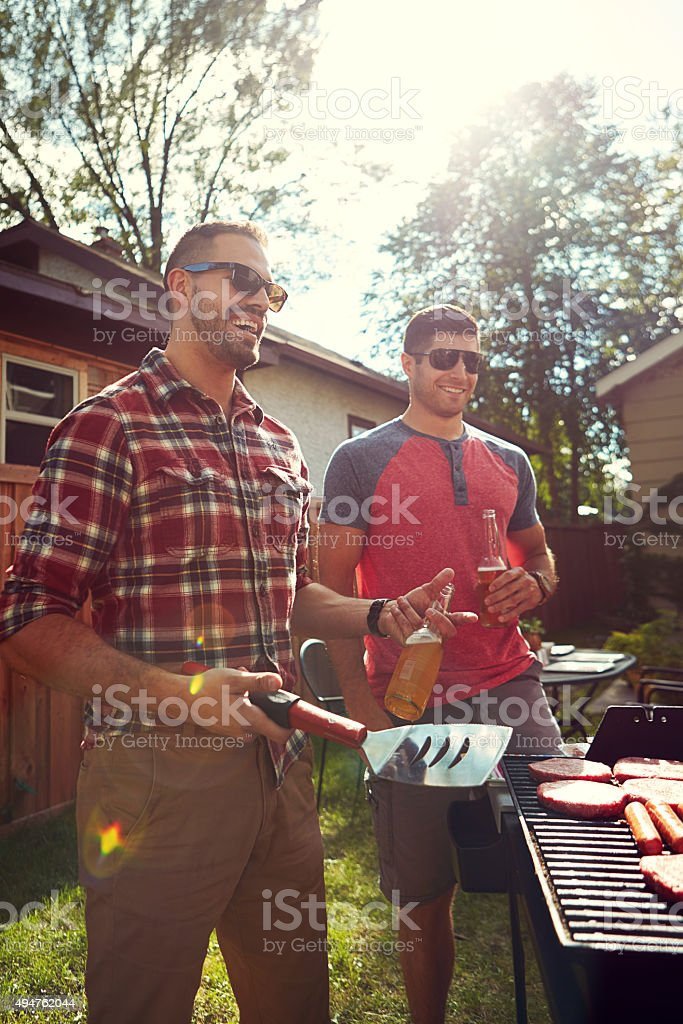 Buddies around the barbecue​​​ foto