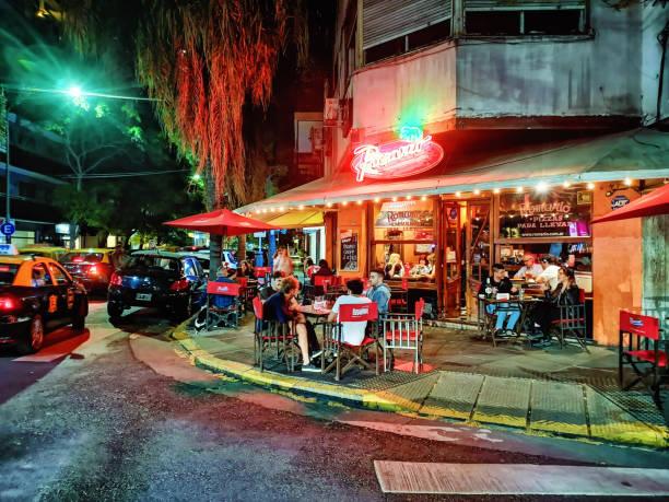 Buenos Aires Palermo Nachtleben Pizza Restaurant Straßenszene im Frühling – Foto