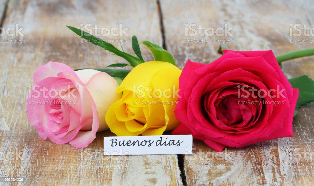 Buenos Dias Karte Mit Drei Bunten Rosen Auf Rustikalen ...