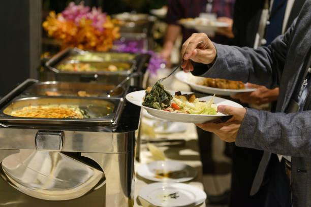 Buffet Abendessen Catering in Party. Essen und Trinken alles, was Sie essen können Konzept – Foto