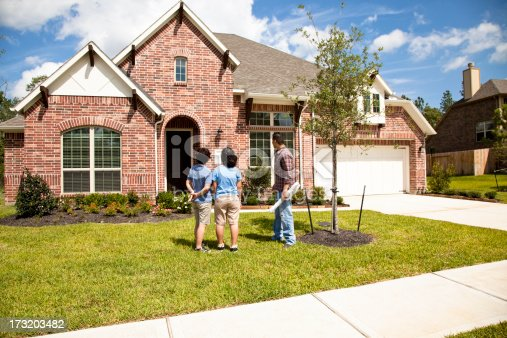 istock Builder meeting with woman and daughter at new home 173203482