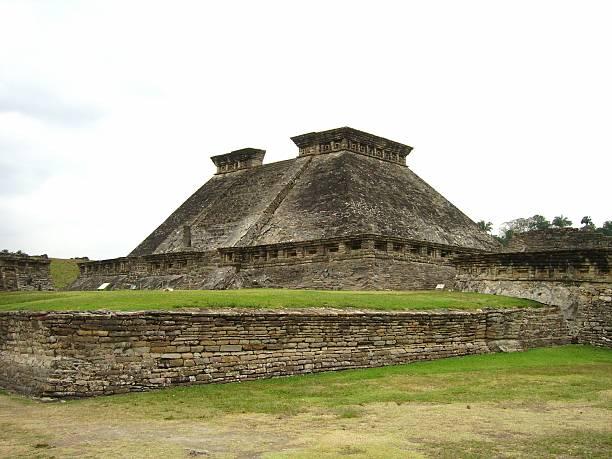Building 5, El Tajin archeological complex, Veracruz state Mexico building 5 view, the Pre-Columbian archeological site of El Tajin, Poza Rica - Mexico.  el tajin stock pictures, royalty-free photos & images