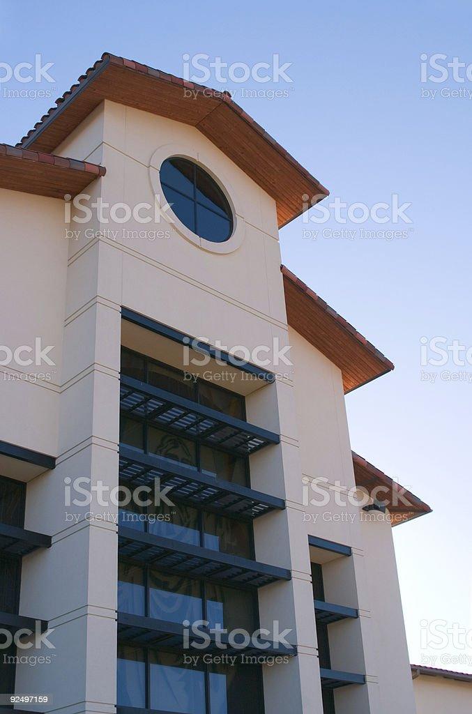 Gebäude vor blauem Himmel Lizenzfreies stock-foto