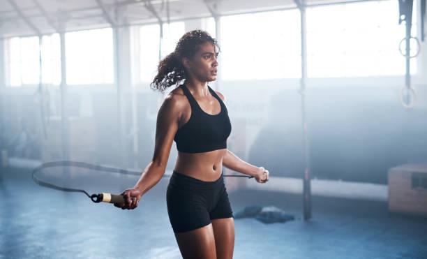 bouw van de spier- en uithoudingsvermogen - atlete stockfoto's en -beelden