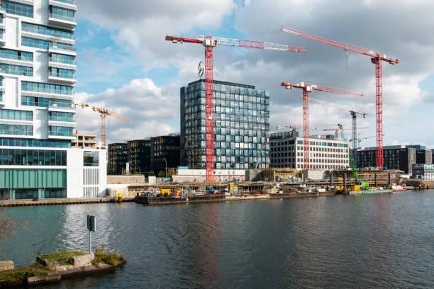 Baustelle an der Spree neben der Berliner Mauer / Ostseite Galerie – Foto
