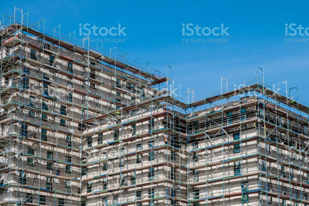 building construction site with scaffolding – Foto