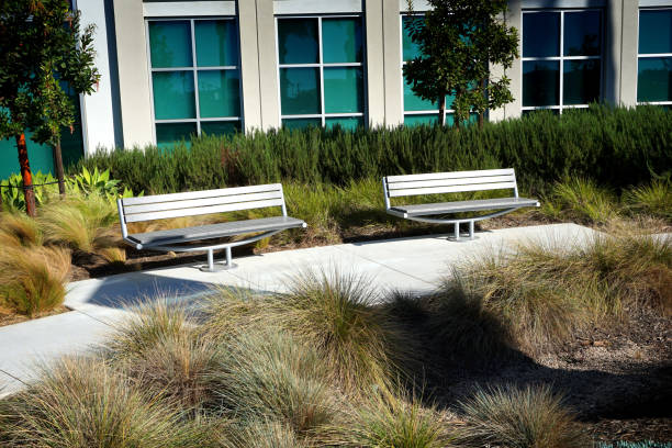 building courtyard benches in office building courtyard courtyard stock pictures, royalty-free photos & images