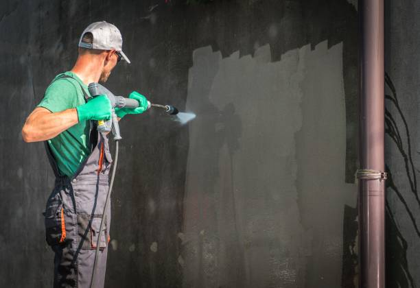 building elevation washing - high pressure cleaning stock photos and pictures