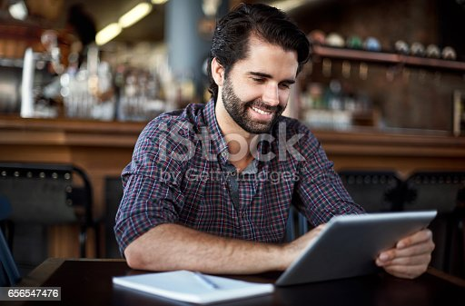istock Building his bar's brand with online marketing 656547476