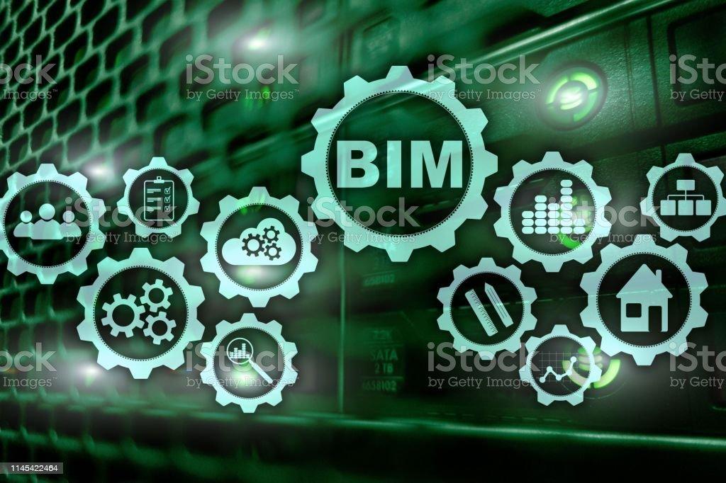 Modelado de información de edificios. BIM en la pantalla virtual con un fondo de centro de datos de servidor. - foto de stock