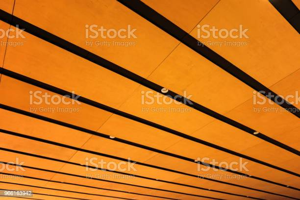 Building Interior With Battens And Lamps — стоковые фотографии и другие картинки Архитектура