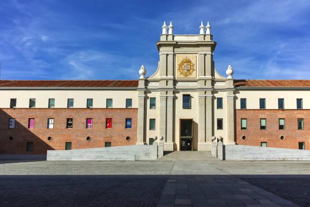 Madrid kentinde Conde Duque Kültür Merkezi Binası, Ispanya stok fotoğrafı
