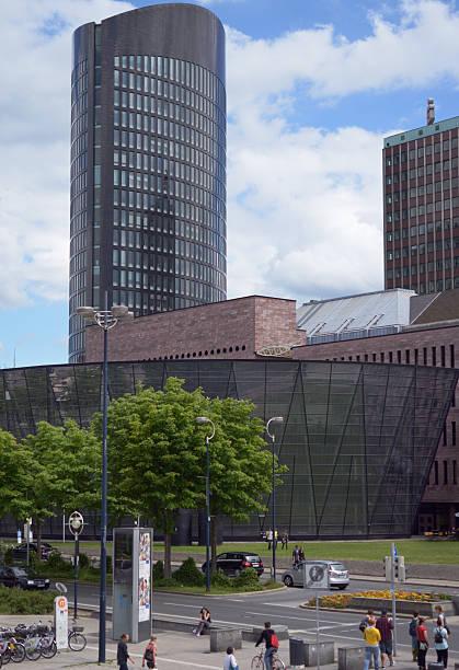 gebäude der öffentlichen bibliothek in dortmund (deutschland) - stadt dortmund ausbildung stock-fotos und bilder