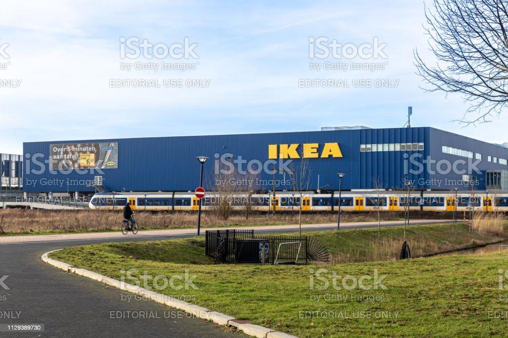 Gebouw van de IKEA op het parcours van de trein in Amersfoort, Nederland foto
