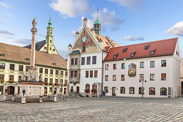 building of town hall in freising, germany - marienplatz bildbanksfoton och bilder