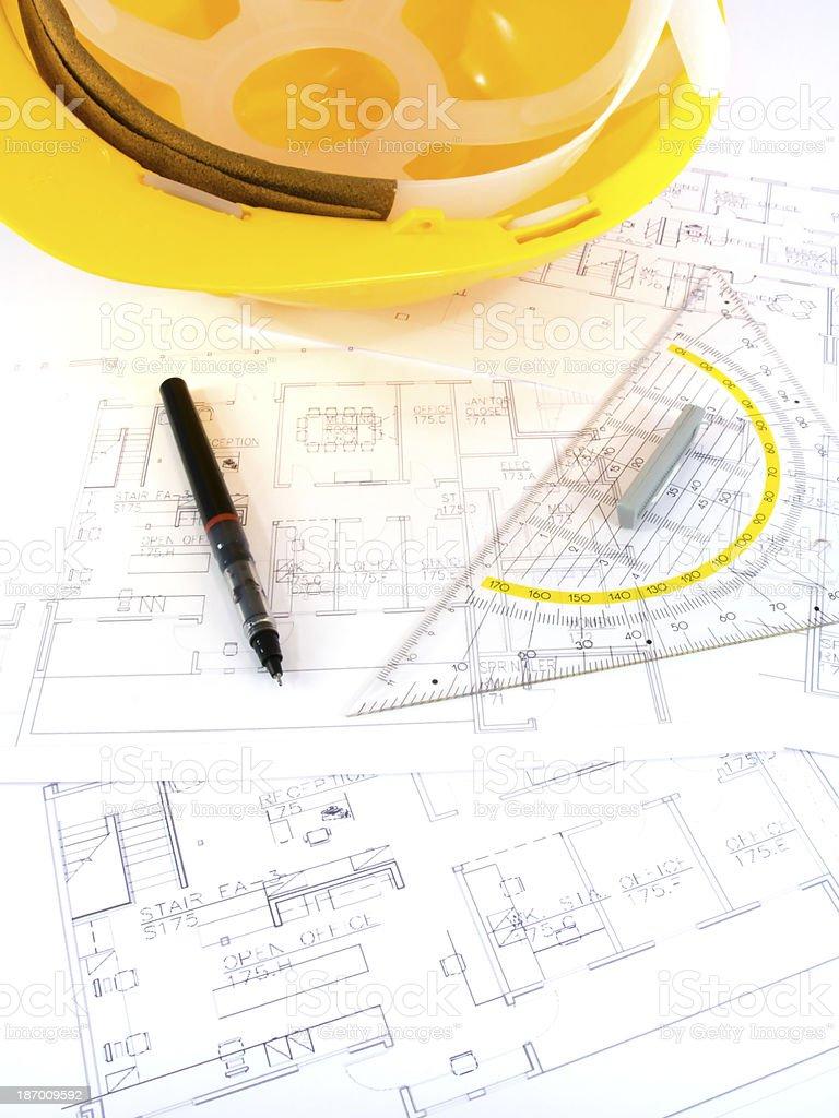 Bauvorhaben Mit Architekten Zeichnen Und Schutzenden Tools Stockfoto