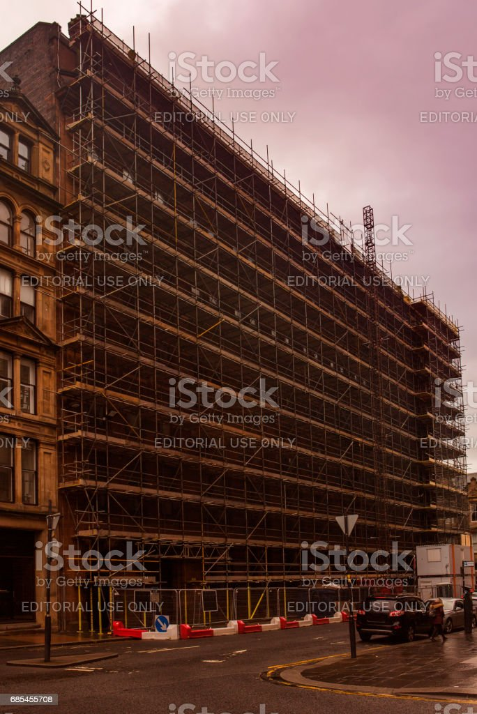 building renovation construction at street of glasgow scotland england foto de stock royalty-free
