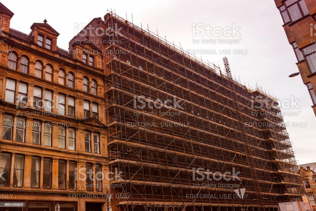 building renovation construction at street of glasgow scotland england foto de stock royalty-free