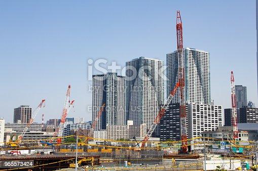 1188904934 istock photo Building the 2020 Olympic Village, Harumi, Tokyo 955573424