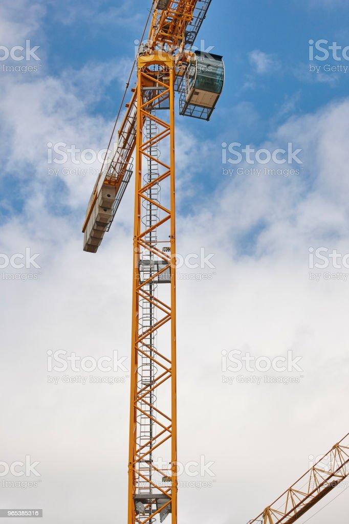 건설 중인 건물입니다. 크레인 기계 구조입니다. 산업 - 로열티 프리 0명 스톡 사진