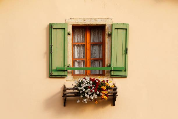 building window flowers box shutters italy tuscany frame house home - com portada imagens e fotografias de stock