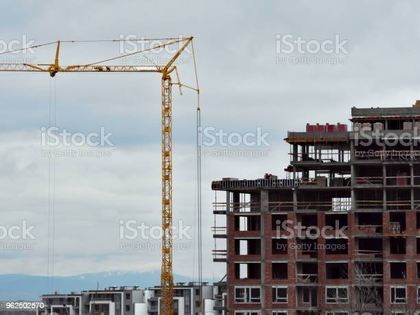 Foto de Edifício Com Grous e mais fotos de stock de Alto - Descrição Geral