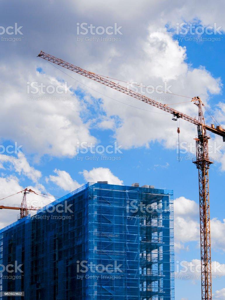Construção com Guindastes - Foto de stock de Arquitetura royalty-free