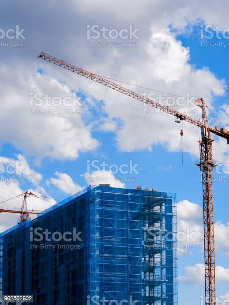 Foto de Construção Com Guindastes e mais fotos de stock de Arquitetura