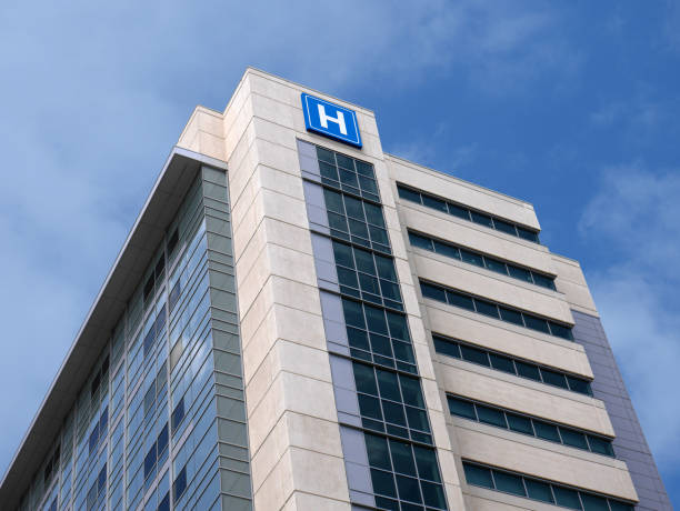 building with large h sign for hospital - hospital stock pictures, royalty-free photos & images