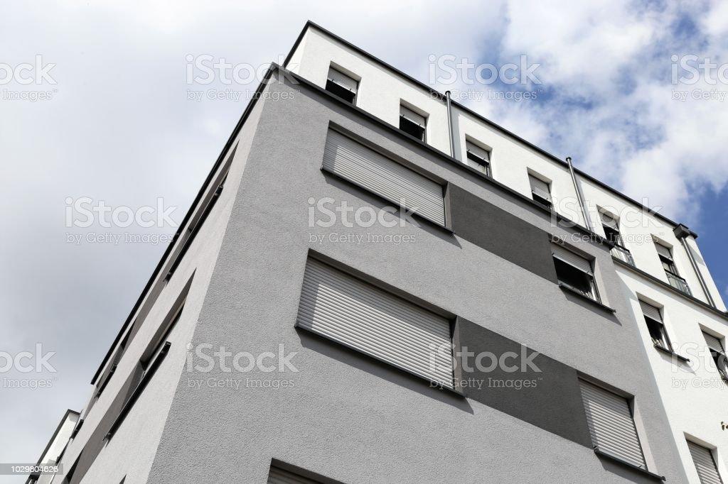 Gebäude mit moderner Fassade Malerei - Lizenzfrei Anstreicher Stock-Foto