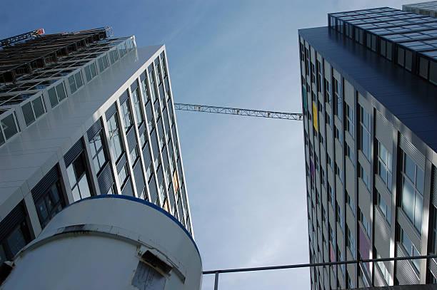 Gebäude und container – Foto
