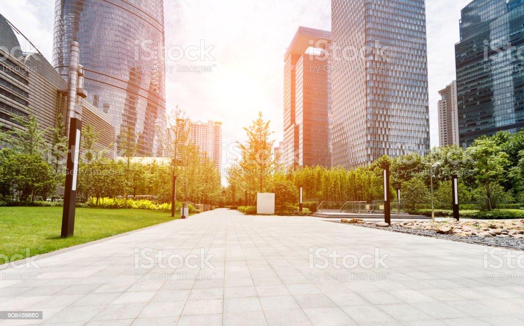 Gebäuden und öffentlichen Park in Shanghai – Foto