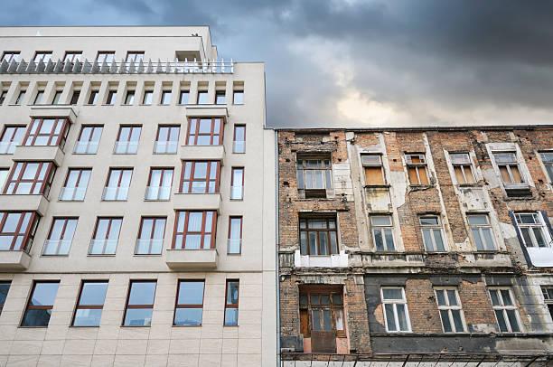 Gebäude Jahrhundert auseinander – Foto