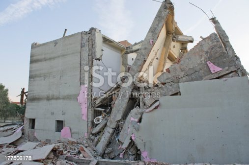 istock Buildings damaged in 1999 Istanbul earthquake 177506178