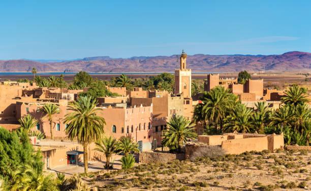 byggnader i ouarzazate, en stad i södra centrala marocko - kasbah bildbanksfoton och bilder