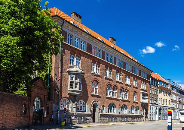 gebäude in der innenstadt von kopenhagen, dänemark - hotels in kopenhagen stock-fotos und bilder